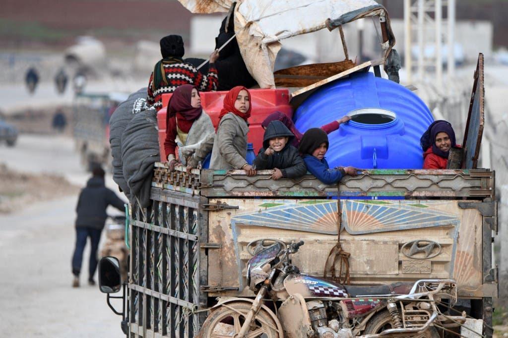 عوائل وأطفال يفرون من حلب أرشيفية - فرانس برس