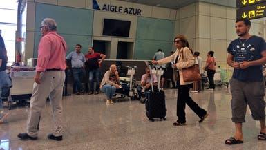 الجزائر تعلق الرحلات الداخلية وتغلق المقاهي والمطاعم لكبح كورونا