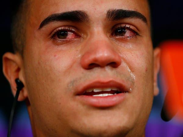"""""""جوهرة فلامنغو"""" يذرف الدموع خلال تقديمه بقميص ريال مدريد"""