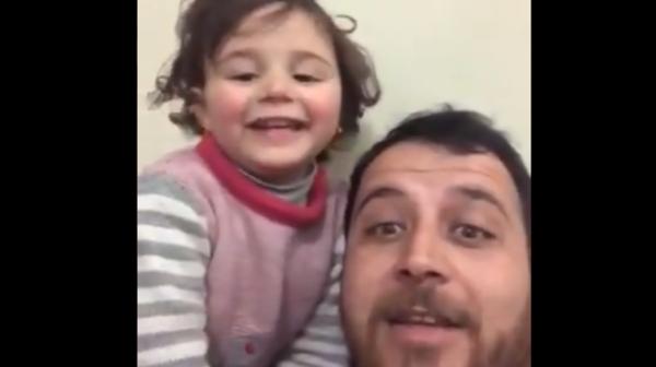 مشهد مؤثر.. أب سوري  مطمئناً  ابنته: القذائف لعبة