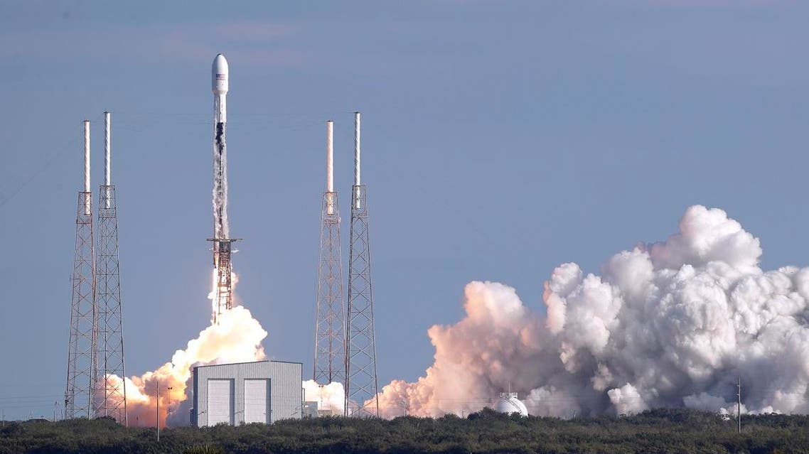 الضرائب قد تمنع أول سائح للقمر من السفر