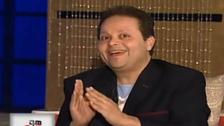 الموت يغيب مذيعًا مصريًا بعد شهر من وفاة والدته