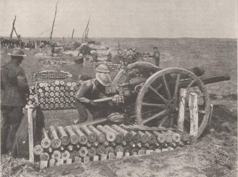 صورة لأحد المدافع البريطانية الصنع أثناء استخدامه من قبل القوات الأسترالية عام 1917