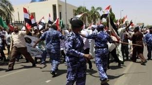 الخرطوم تفرق تظاهرة ضد إحالة ضباط في الجيش للتقاعد