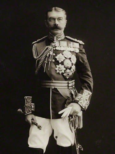 صورة للورد كيتشنر وزير حرب بريطانيا
