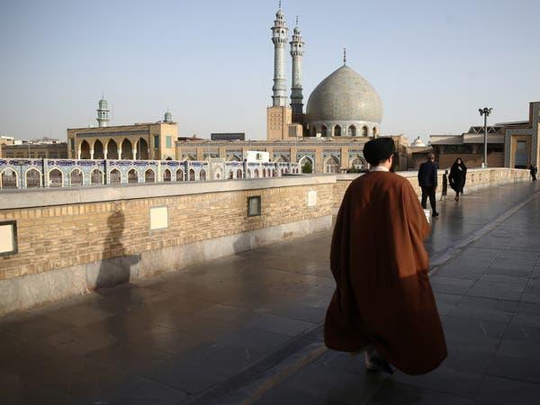ظل كورونا في إيران.. رجال دين يعارضون وقف التجمعات