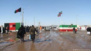 افغانستان هرنوع رفت و آمد هوایی و زمینی با ایران را موقتاً متوقف کرد