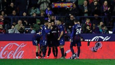 قذيفة موراليس تحبط ريال مدريد وتمنح برشلونة الصدارة