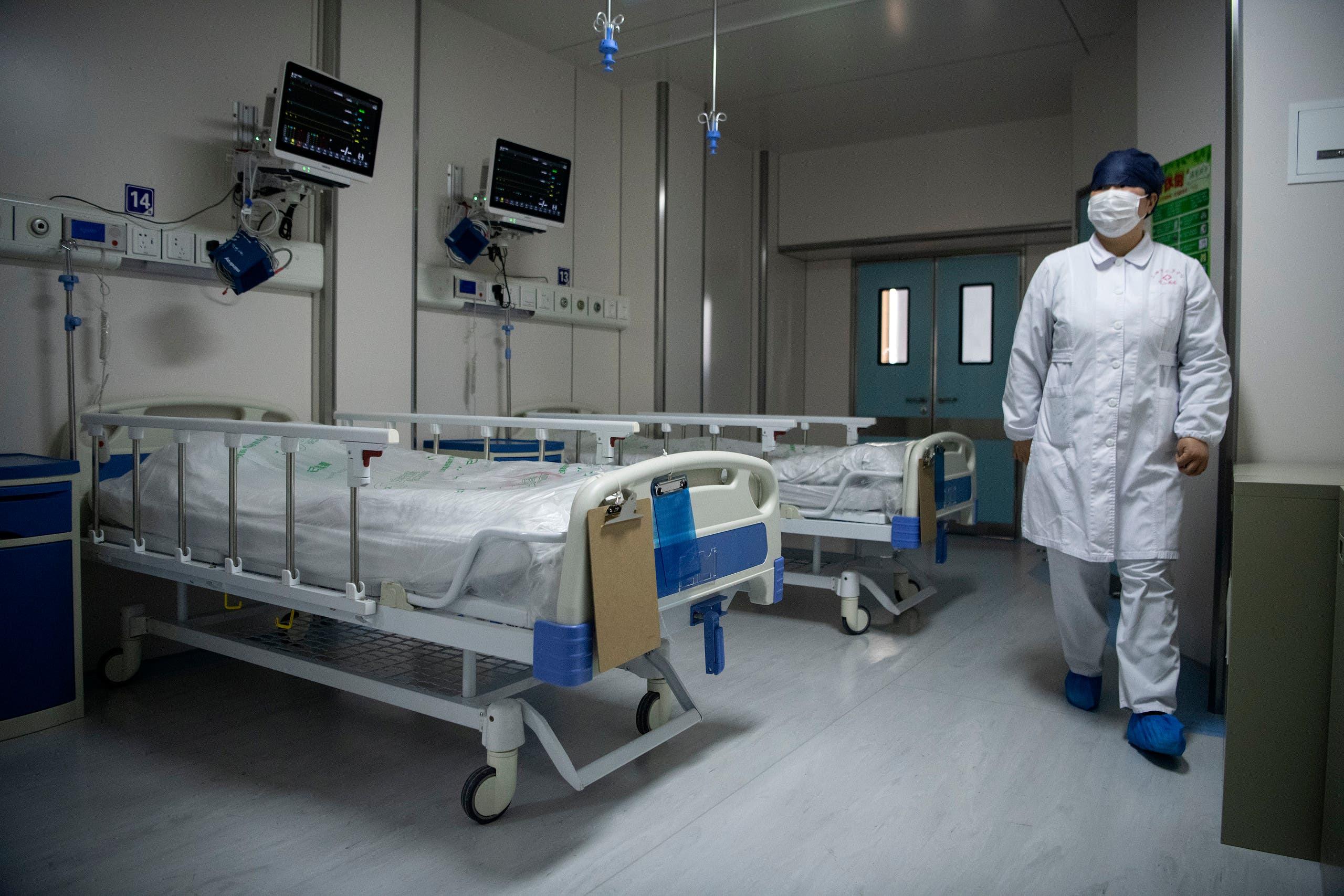 A nurse walks inside a quarantine room at the Shanghai Public Clinical Center, on February 17, 2020. (File photo: AFP)