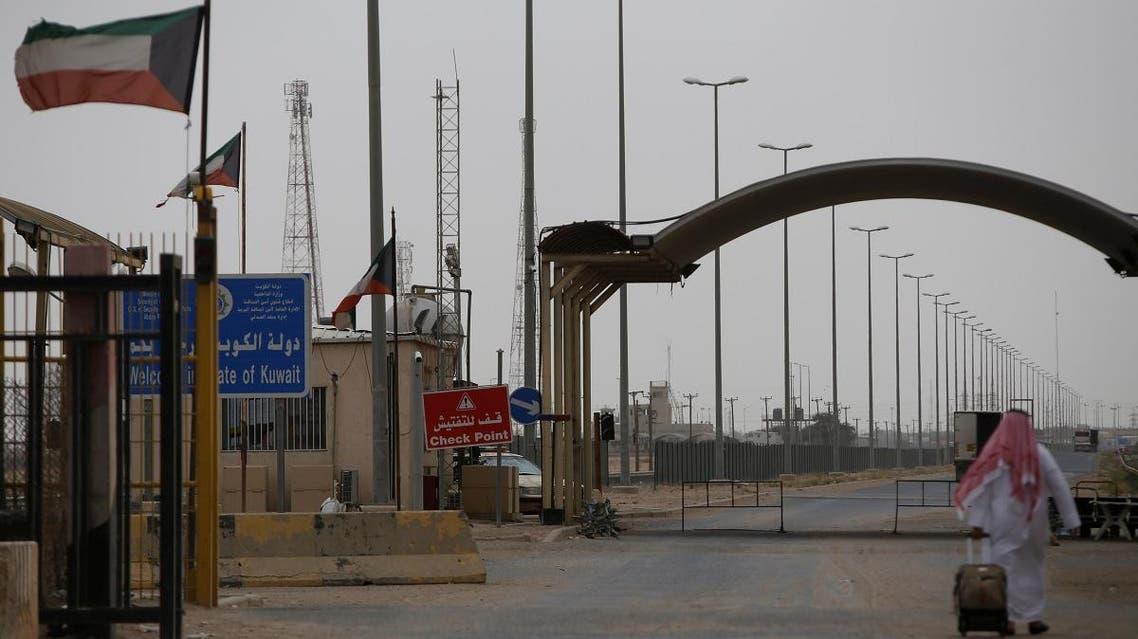 A Kuwaiti passenger is seen heading to Kuwait at the border gate between Iraq and Kuwait, at Safwan border crossing near Basra, Iraq May 10, 2018. (File photo: Reuters)