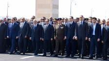 شاهد السيسي يعزي سوزان مبارك وأسرة الرئيس الراحل