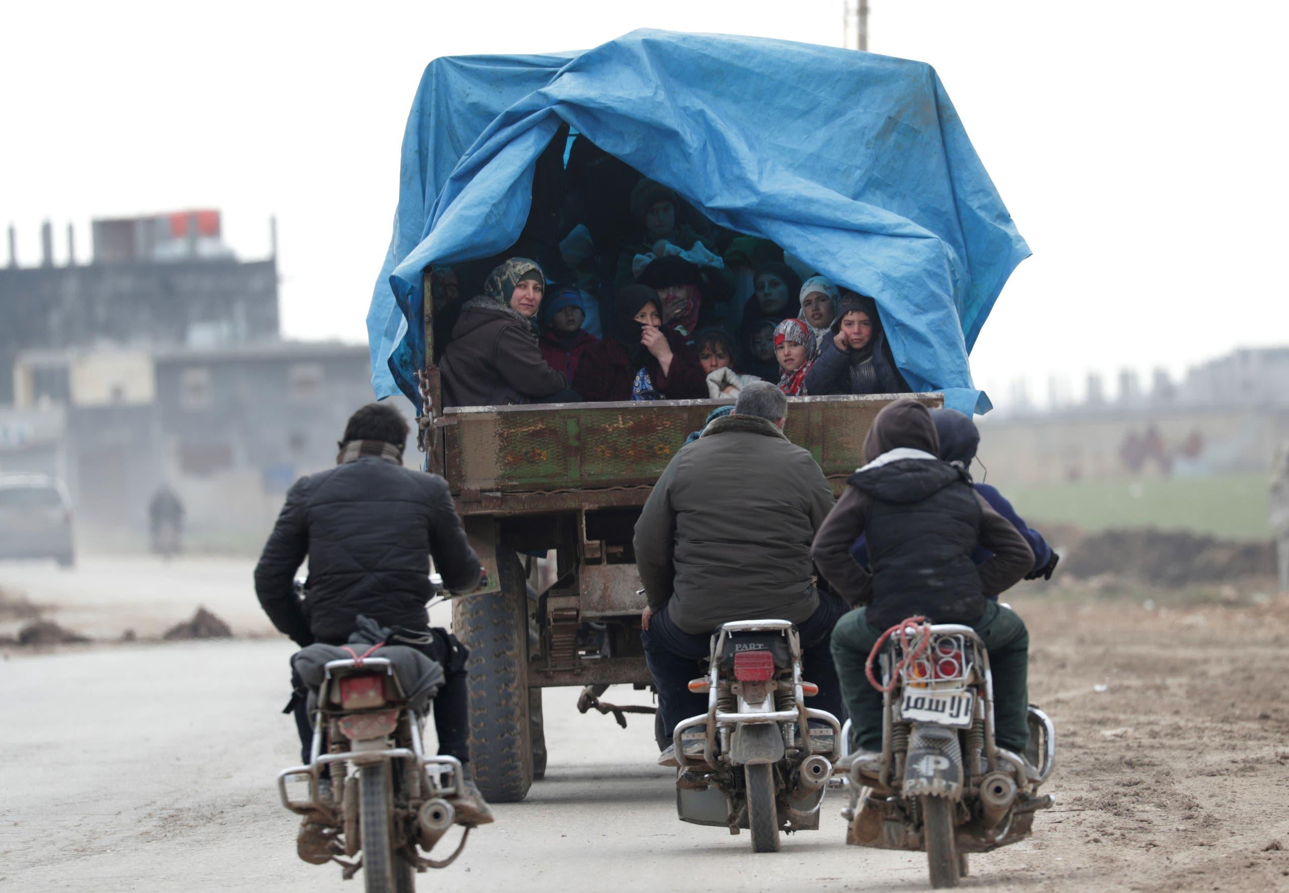 نازحون من إدلب (أرشيفية-رويترز)