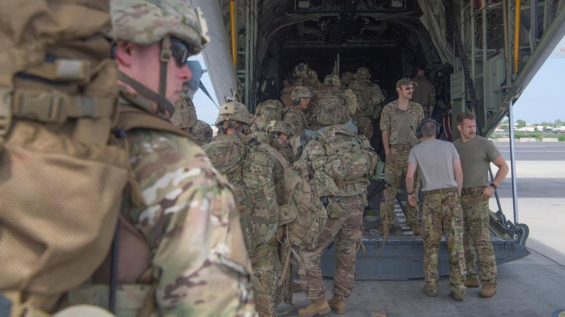 U.S. Army soldiers, assigned to the East Africa Response Force (EARF), 101st Airborne Division on a mission to bolster the security of Manda Bay Airfield, Kenya after an attack by Somalia's al Shabaab militants that killed three Americans, board a transport plane in Camp Lemonnier, Djibouti January 5, 2020. Picture taken January 5, 2020. U.S. Air Force/Senior Airman Daniel Hernandez/Handout via REUTERS.
