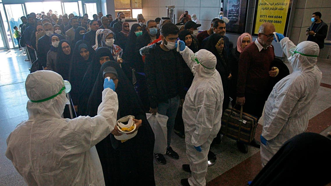 Medical staff check passengers arriving from Iran in the airport in Najaf, Iraq on Feb. 21, 2020. (File photo: AP)