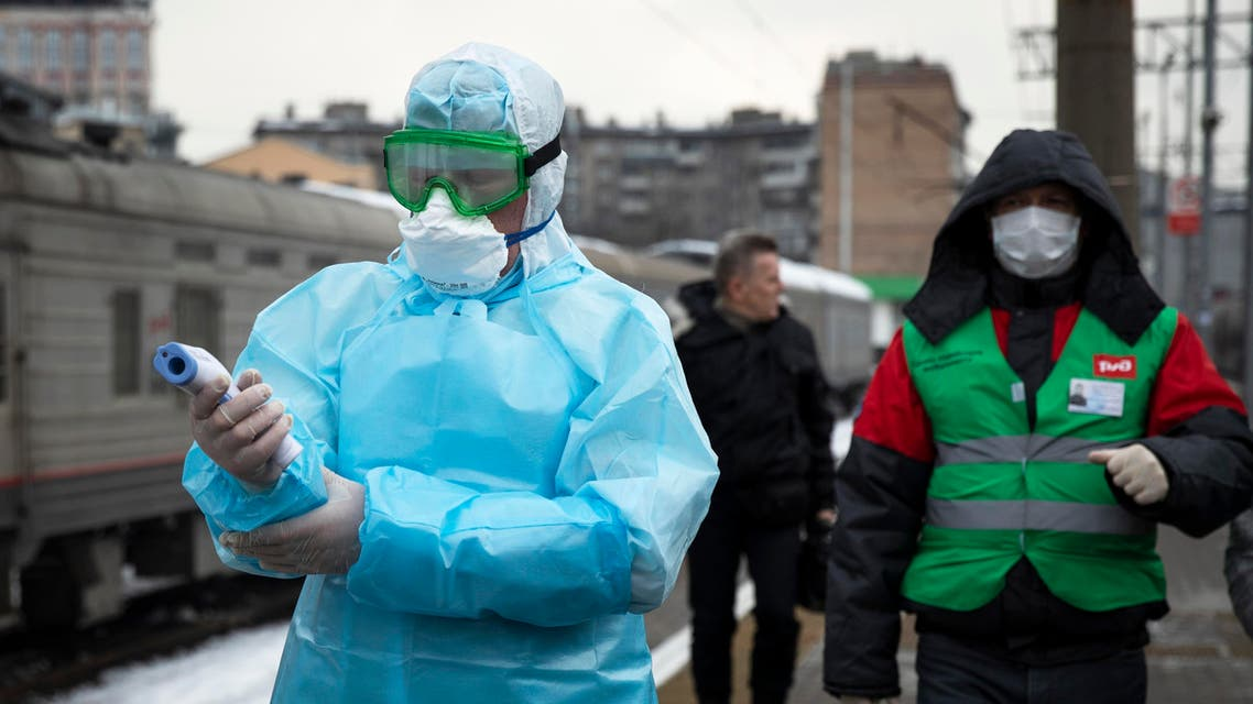Medical workers prepare to check passengers arriving from Beijing at the Yaroslavsky railway station in Moscow on Jan. 31, 2020. (File photo: AP)