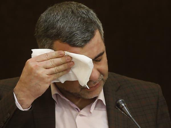 شاهد مسؤولاً إيرانياً يصيب مذيعة بالهلع.. كورونا يطاله