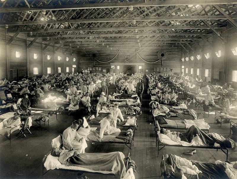 صورة لعدد من الجنود الأميركيين المصابين بالأنفلونزا الإسبانية