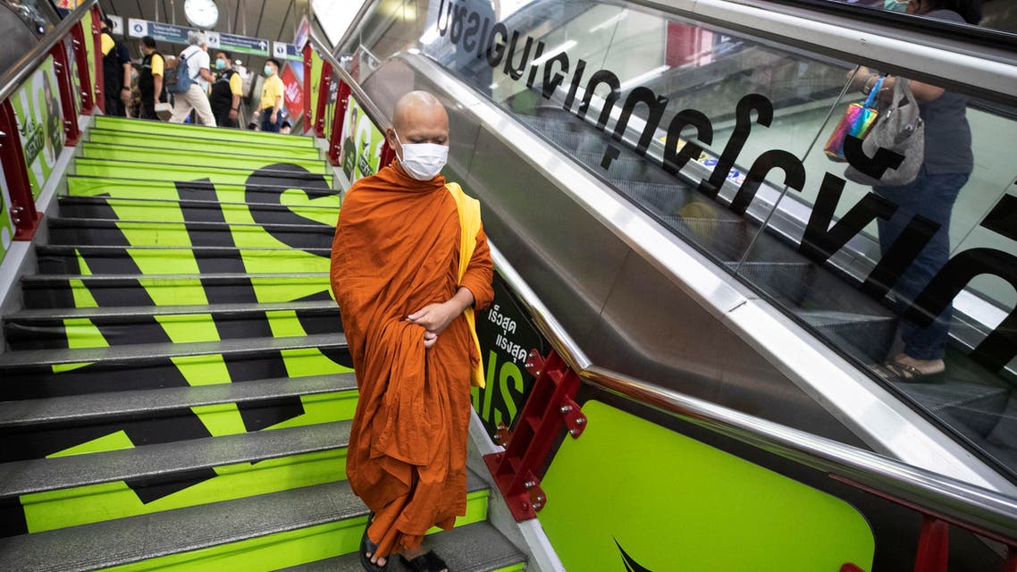 A Buddhist monk wearing a face mask to protect himself from a new virus at a skytrain station in Bangkok, Thailand on Feb. 7, 2020. (File photo: AP)
