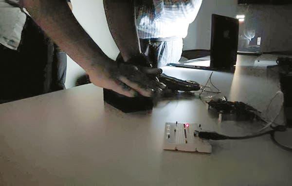 جهاز خاص لتحويل حرارة جسم الإنسان إلى طاقة كهربائية