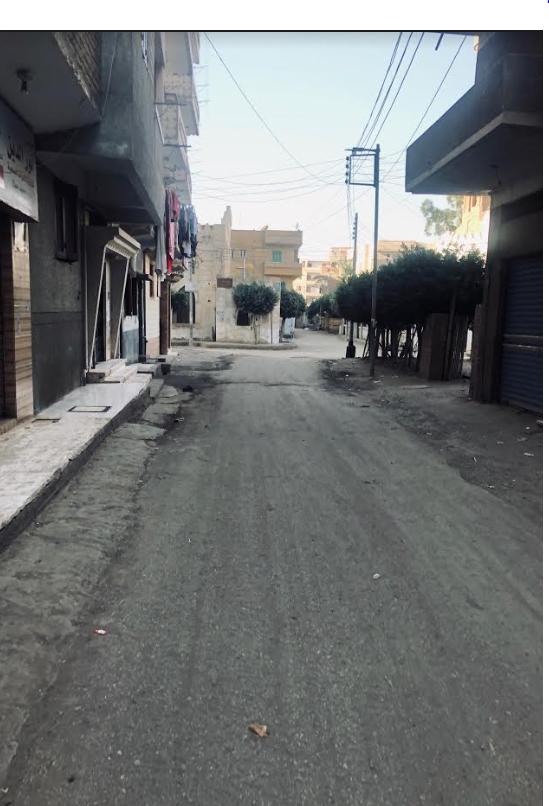 الشارع المؤدي لمنزل أسرة الرئيس الأسبق في القرية