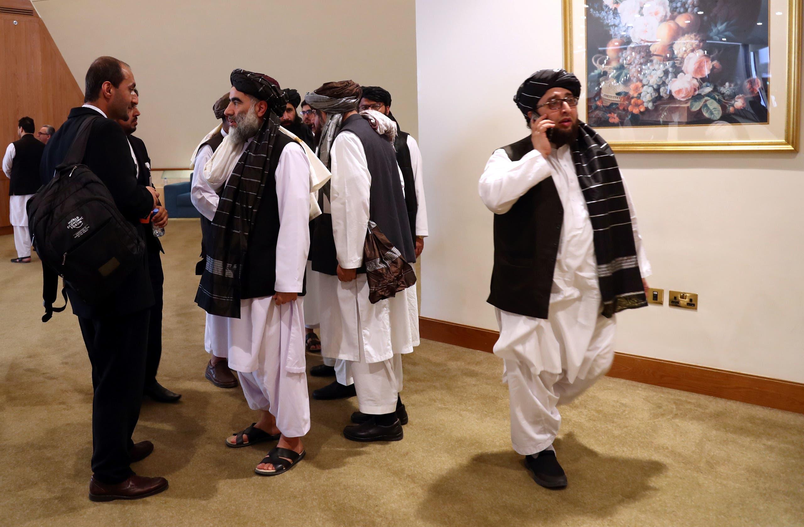 وفد من طالبان في الدوحة في 2020 قبيل توقيع اتفاق مع واشنطن (أرشيفية)