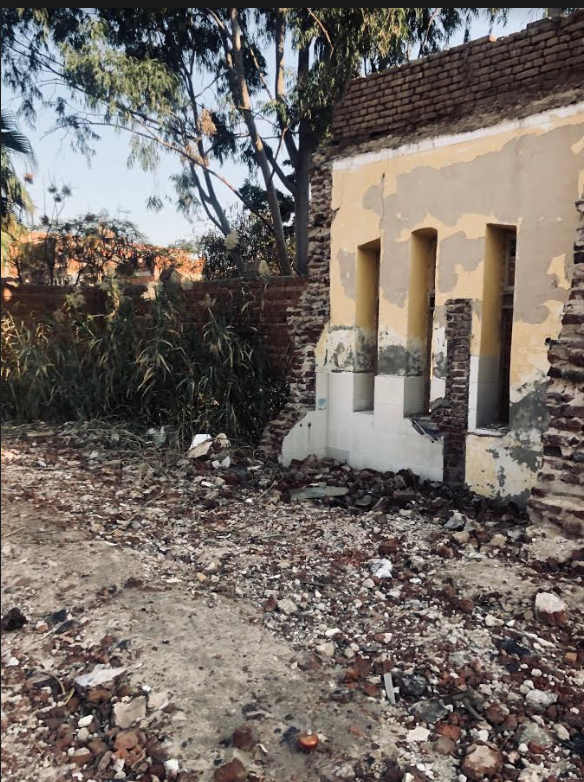 جدار من منزل أسرة الرئيس مبارك قبل هدمه