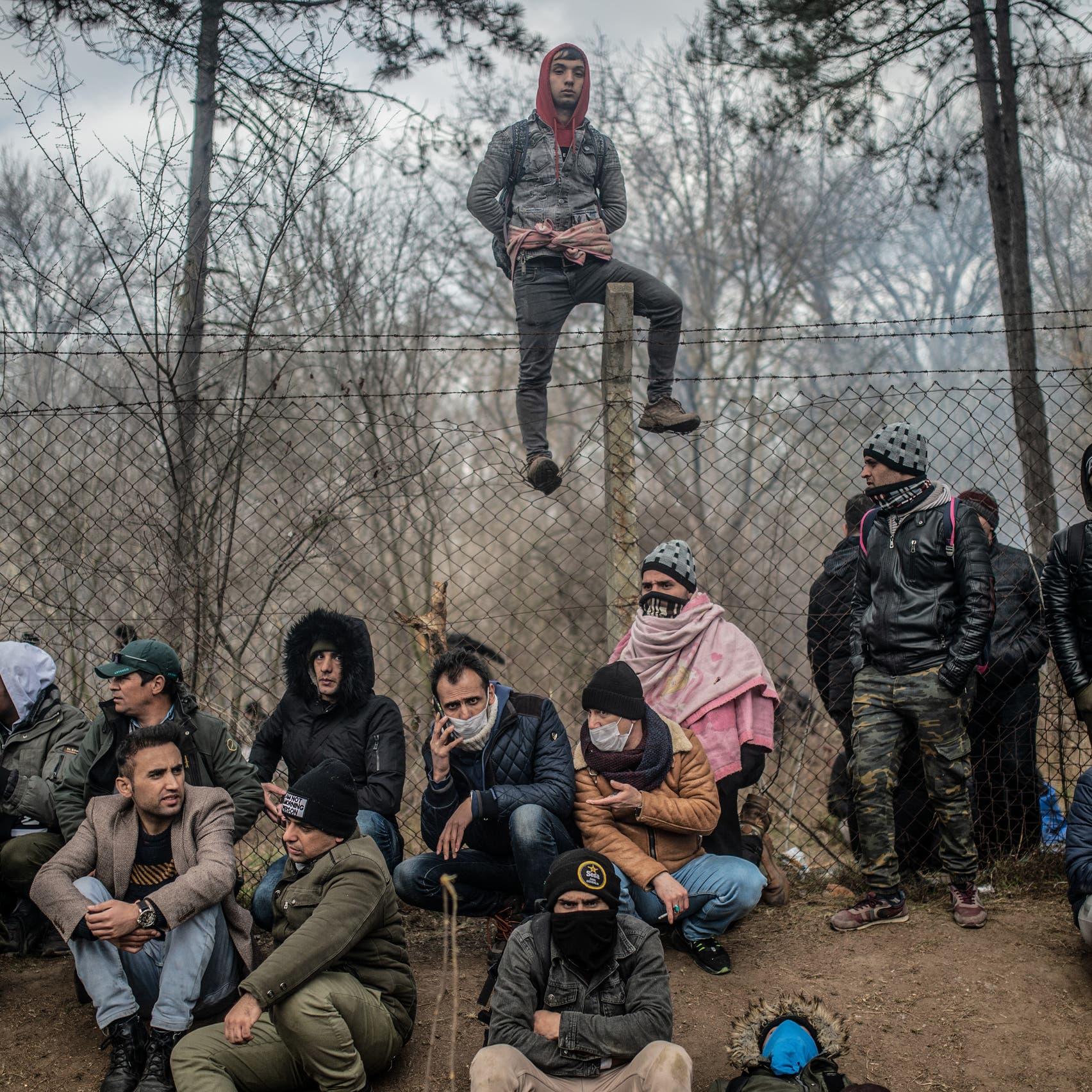 أطفال سوريون يرتجفون برداً.. درب أوروبا ليس مفتوحاً