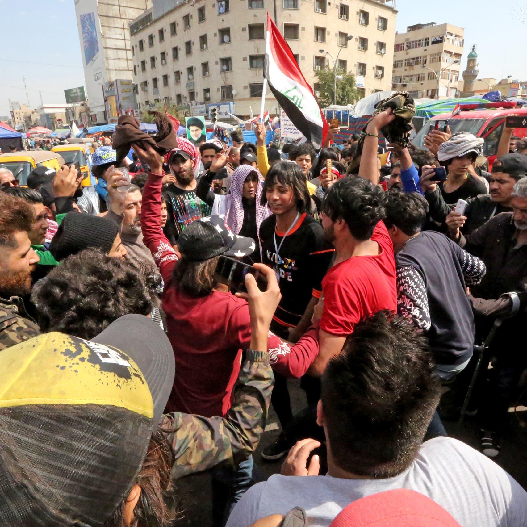 أنصار الصدر للمتظاهرين: الي مايعجب قائدنا بالبطة نشيله