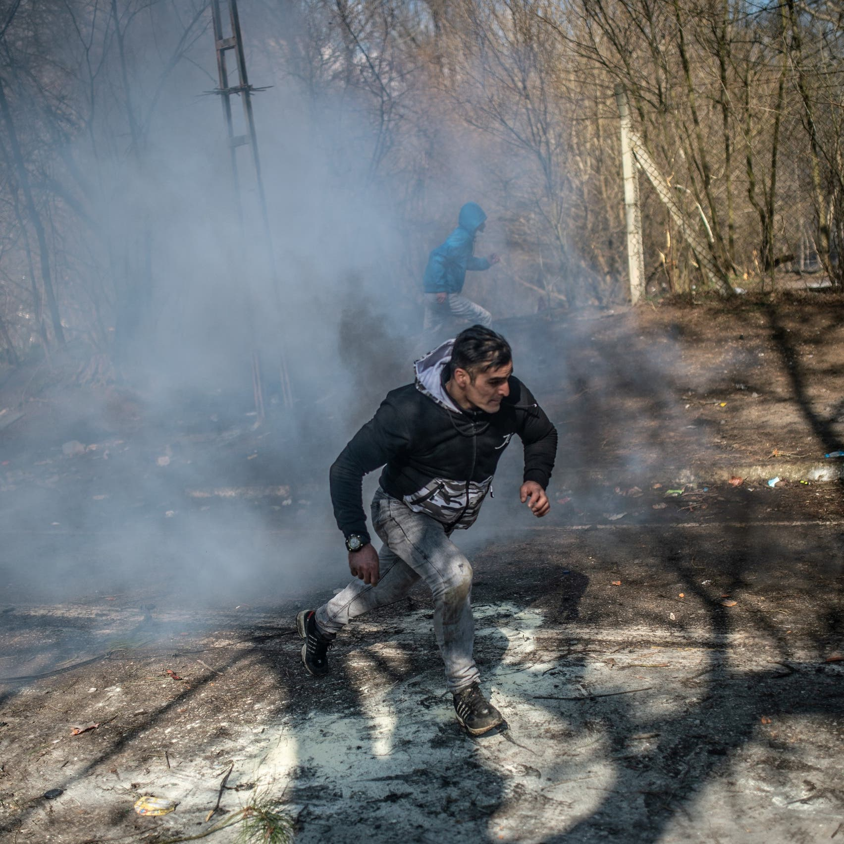 على حدود اليونان.. غاز مسيل للدموع في وجه المهاجرين