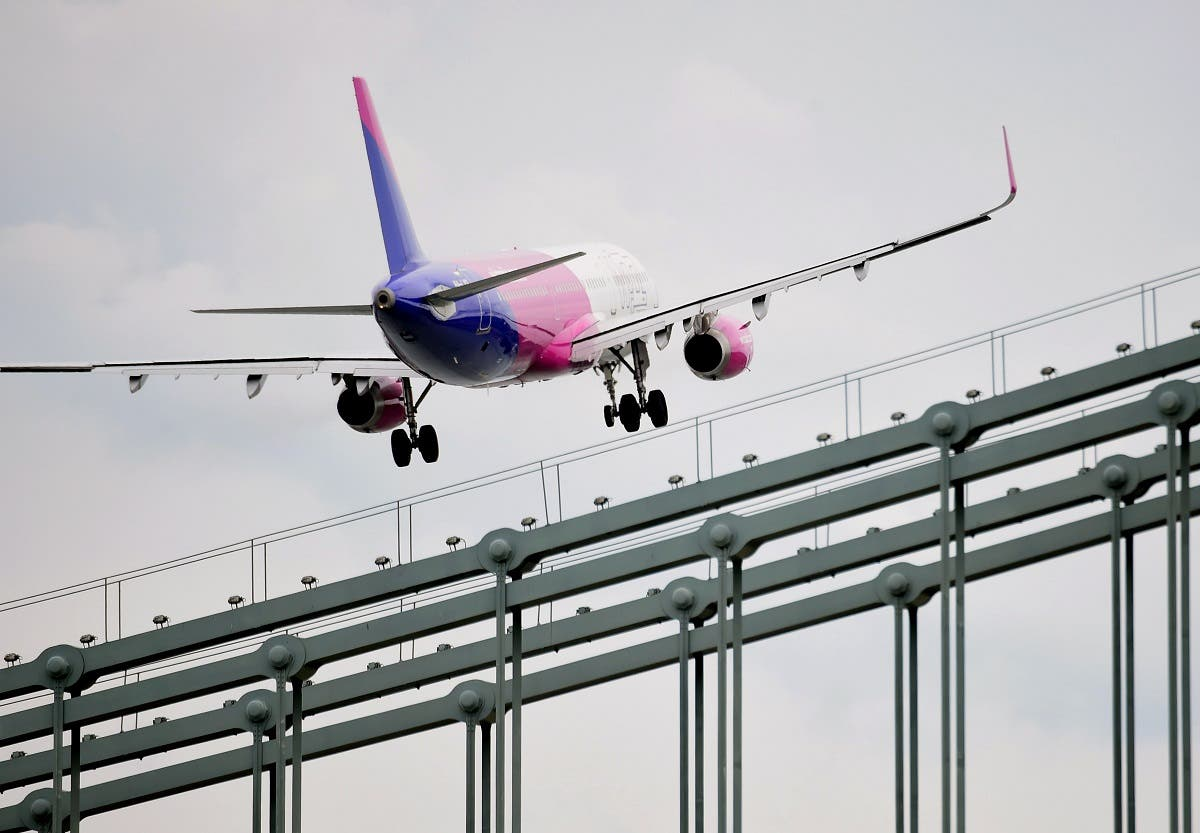 A Wizz Air Airbus A321 flies over the oldest Hungarian bridge, the 'Lanchid' (Chain Bridge) of Danube River in Budapest during the Budapest Air Show. (File photo: AFP)