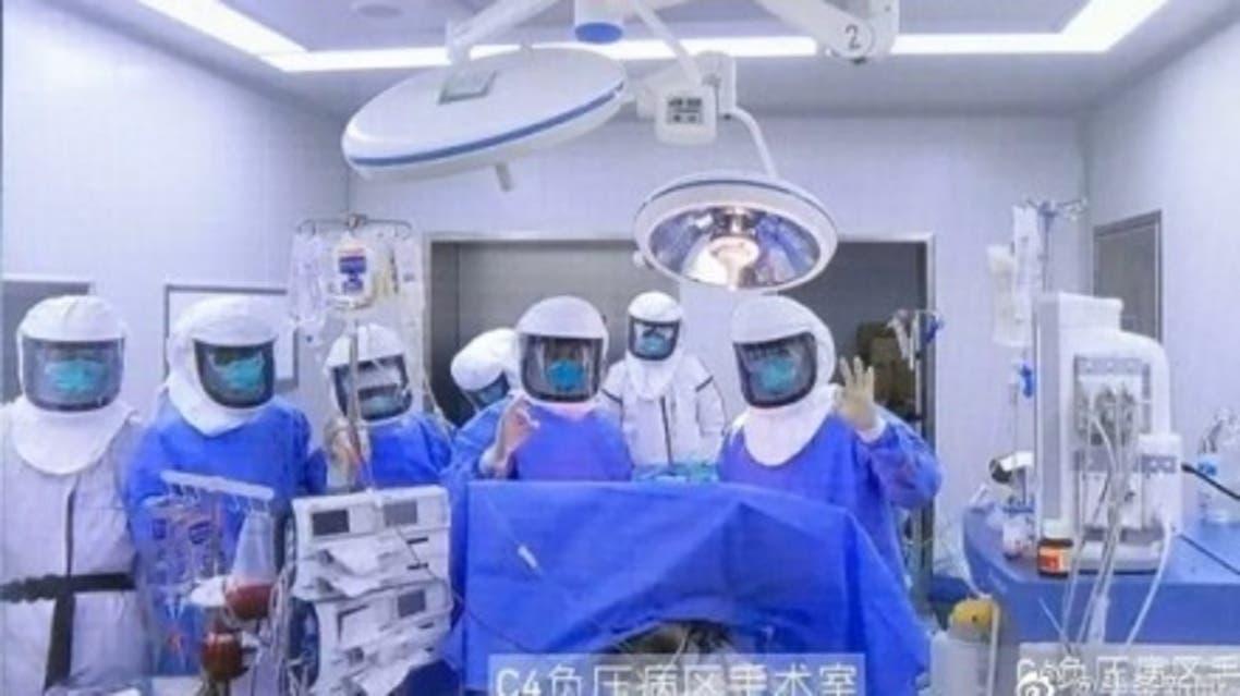 چینیها اولین عمل پیوند ریه در یک بیمار کرونایی را با موفقیت انجام دادند