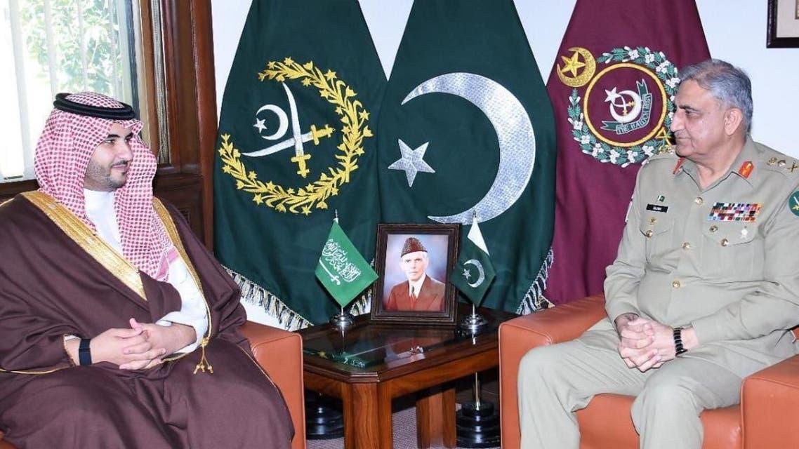 نائب وزير الدفاع السعودي يلتقي قائد الجيش الباكستاني