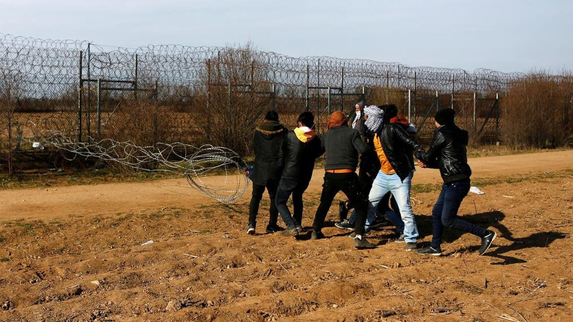 Migrants try to bring down part of a border fence on the Turkish-Greek border at Turkey's Pazarkule border crossing with Greece's Kastanies, near Edirne. (Reuters)