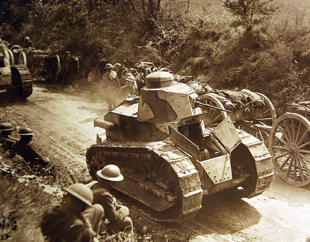 صورة لدبابة فرنسية بالحرب العالمية الأولى