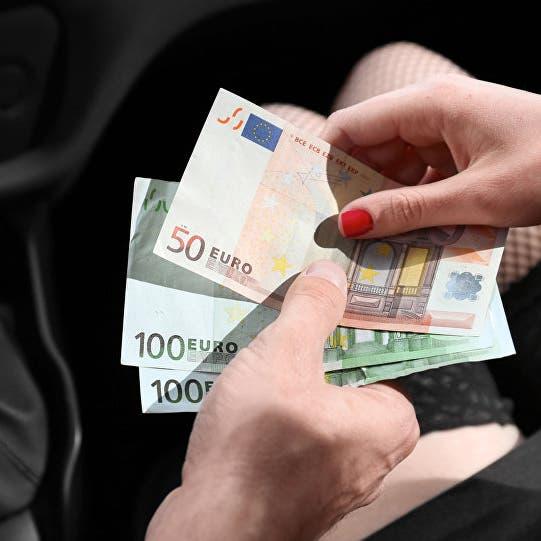 نمو الأعمال بمنطقة اليورو بأسرع وتيرة في 15 عاما