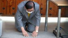 Kneeling, South Korean sect leader seeks forgiveness for cornavirus spike