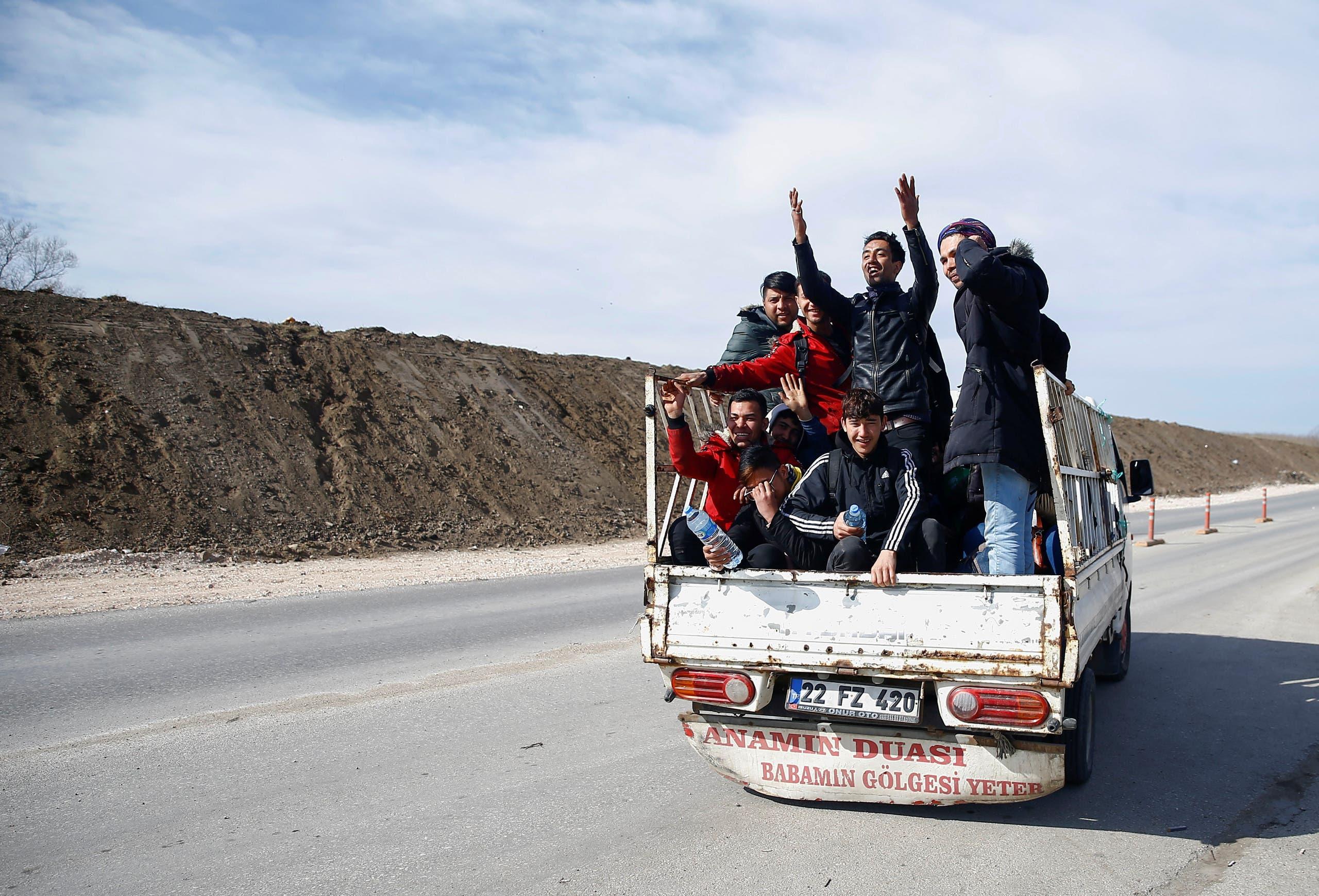 قافلة مهاجرين في منطقة الحدود التركية اليونانية