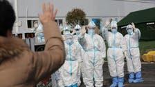 """کرونا وائرس کے سبب چینی شہری عرب گلوکار راغب علامہ کے طریقے پر """"مصافحہ"""" کرنے لگے"""