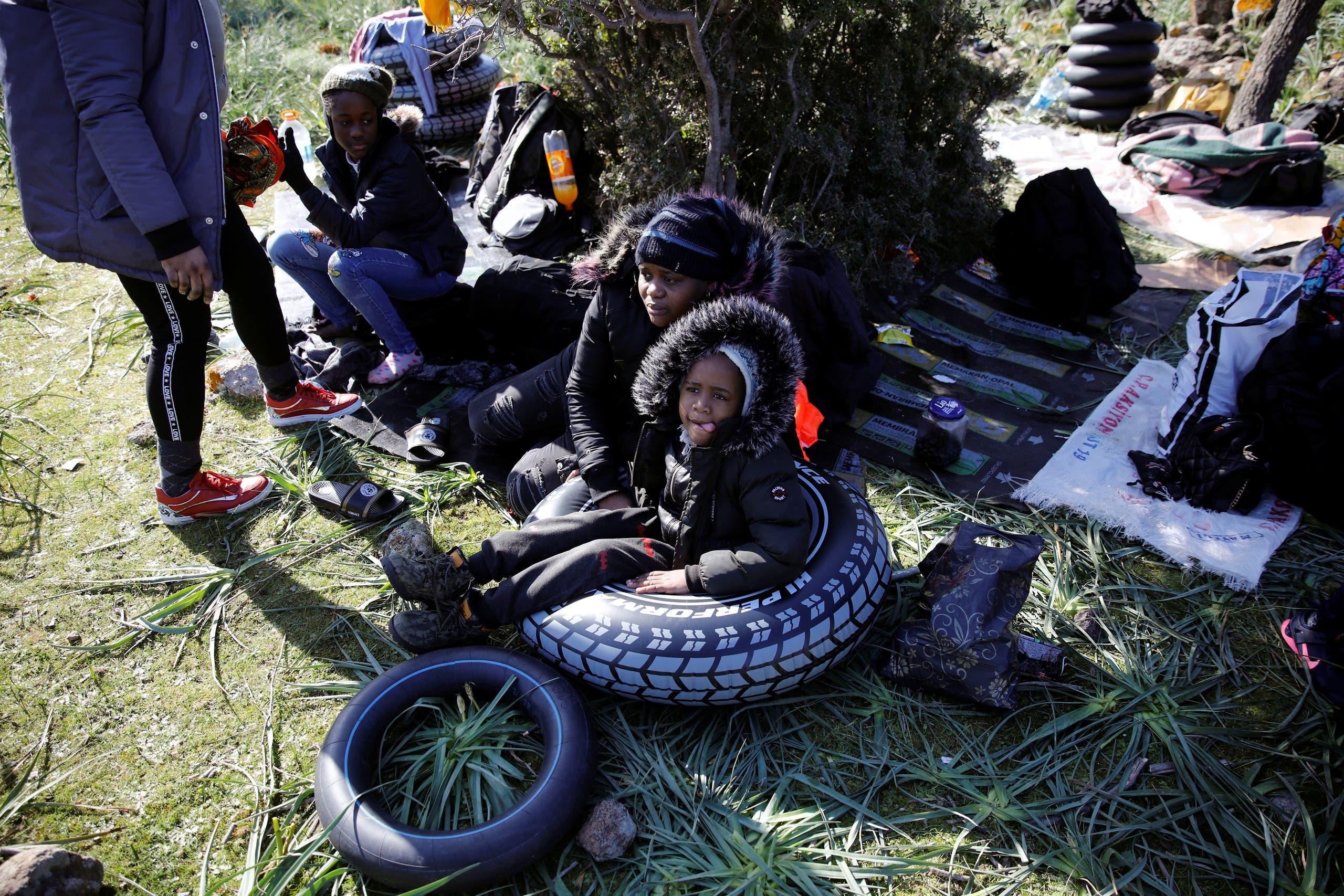 مهاجرون في غرب تركيا ينتظرون ركوب قارب يقلهم إلى الجزر اليونانية