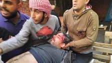 شاهد.. طعن ناشط عراقي في هجوم جماعي لأتباع الصدر