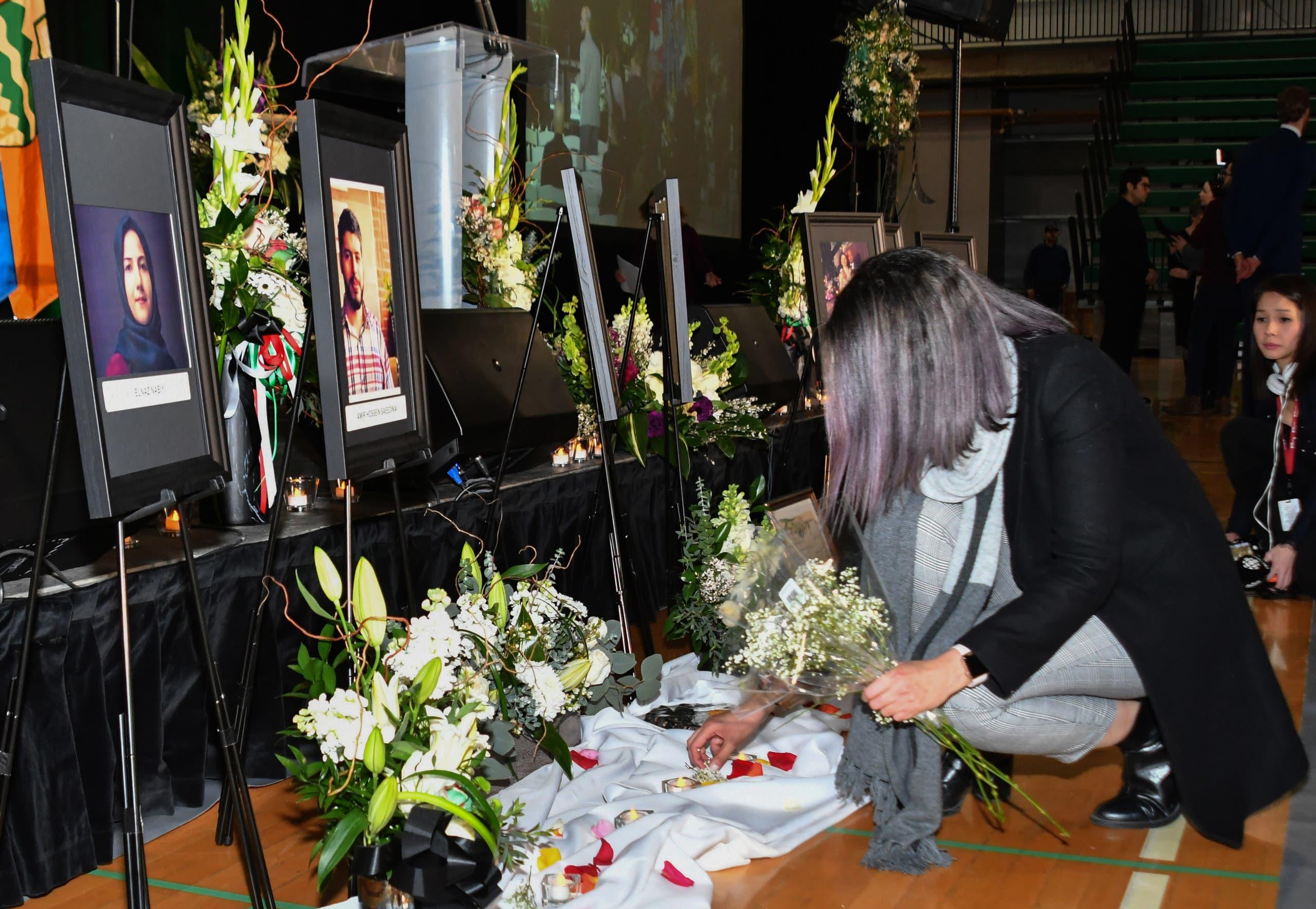 أقارب بعض الضحايا الكنديين يحييون ذكراهم في ادمونتون