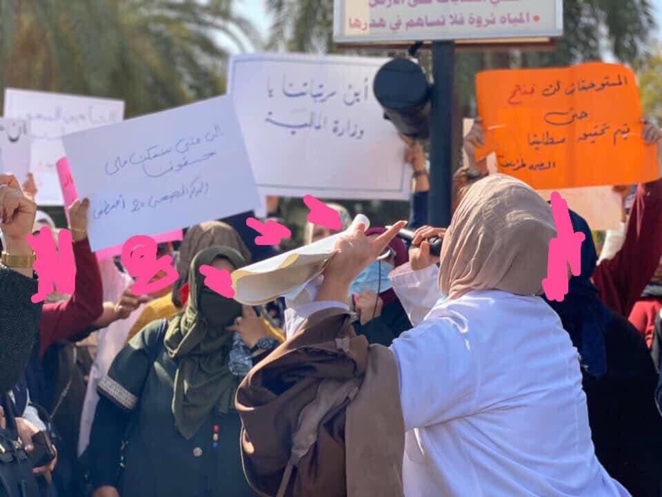احتجاجات أمام وزارة المالية