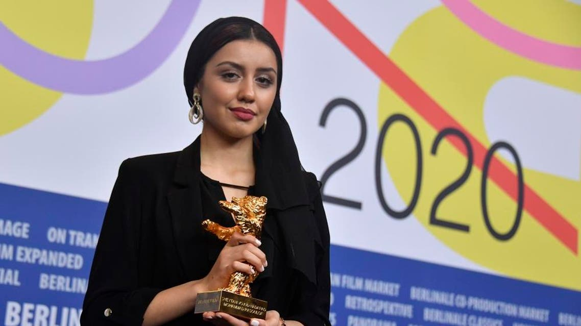 Iranian actress Baran Rasoulof recieves trophy on behalf of Iranian director Mohammad Rasoulof in Berlinale. (AFP)