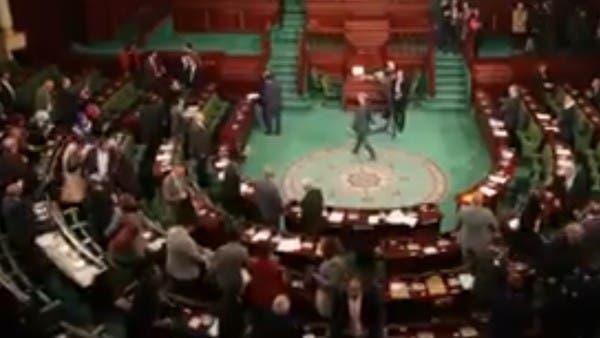 """فيديو.. فوضى واحتقان و""""تكفير"""" في برلمان تونس"""
