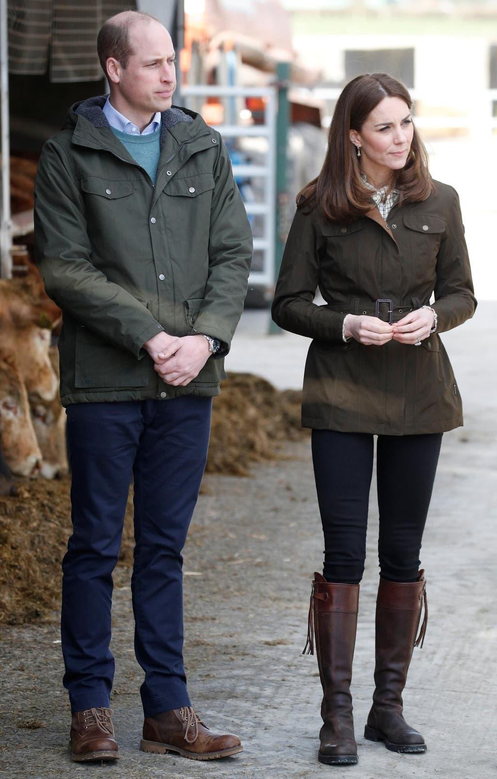 كايت ترتدي سترة كاجوال تحمل توقيعاً إيرلندياً