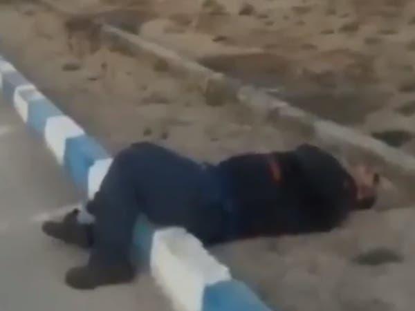 فيديو.. مشهد مروع لمصاب بكورونا في أحد شوارع إيران