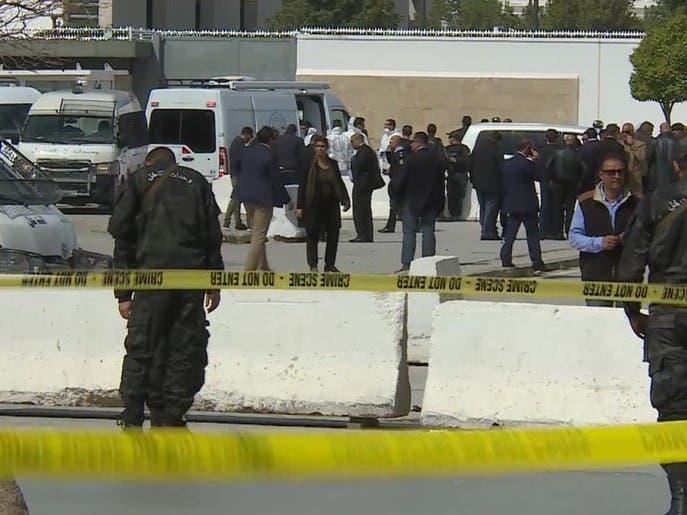 مقتل عنصرين إرهابيين وعنصر أمن في عملية إرهابية بمحيط السفارة الأميركية