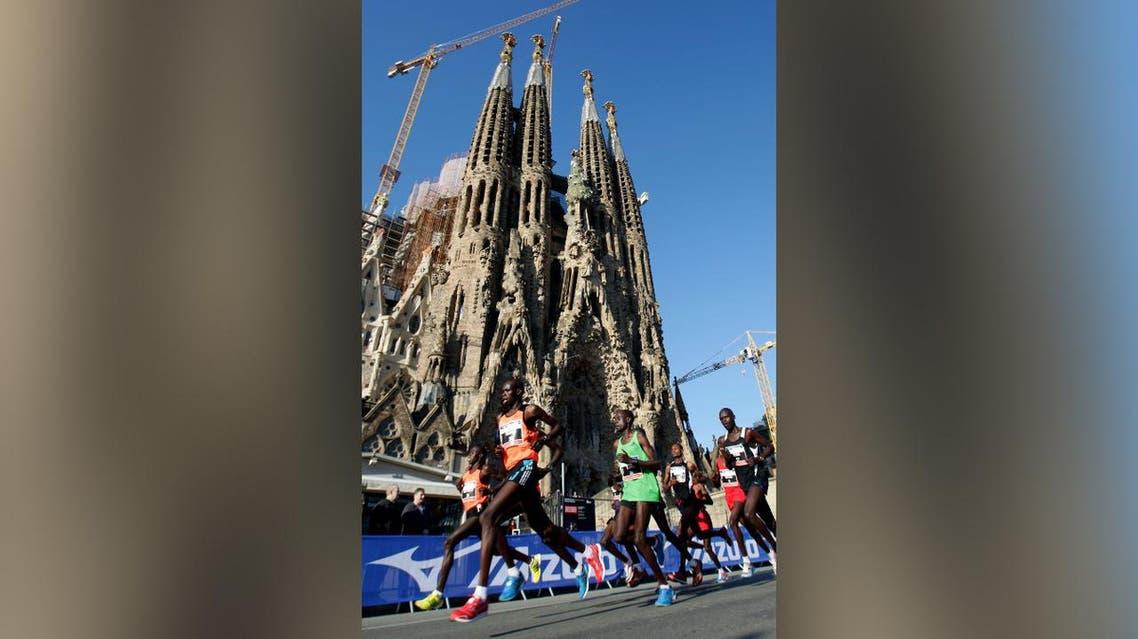 Competitors lead the pack past Gaudi's Sagrada Familia during the Barcelona Marathon in central Barcelona. (File photo: Reuters)