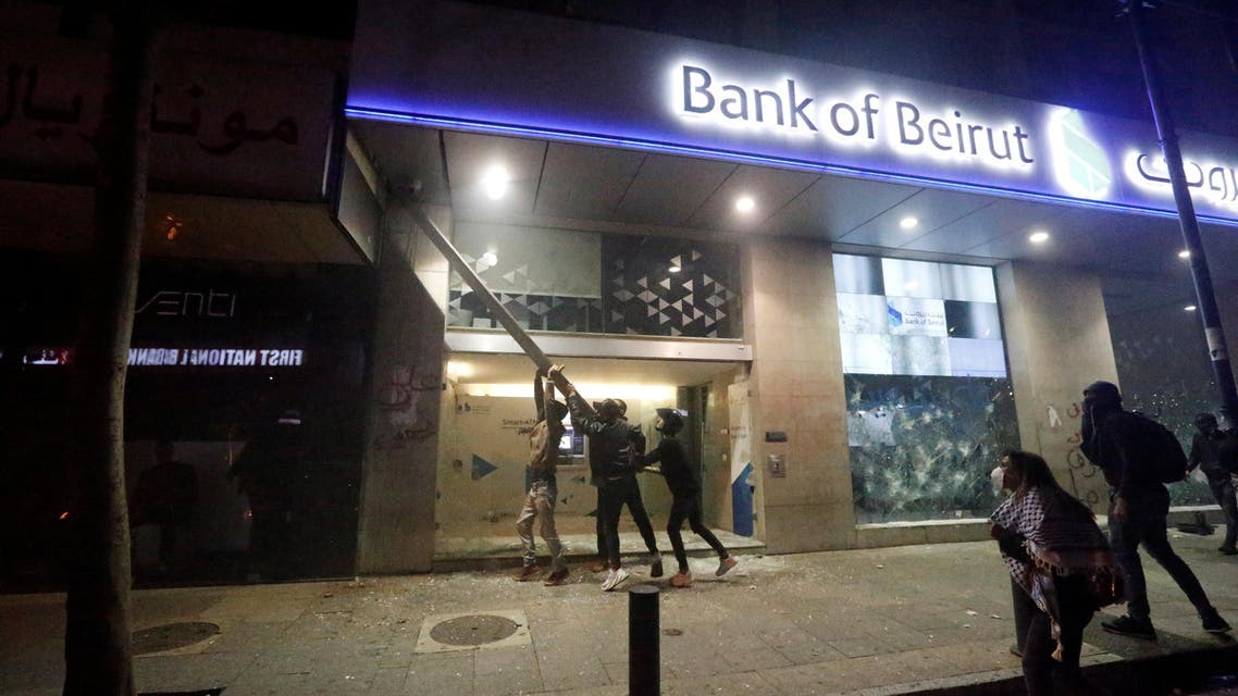 Protestors attack Bank of Beirut building during protests over economic hardship and lack of new government in Beirut, Lebanon, January 14, 2020. (Reuters)