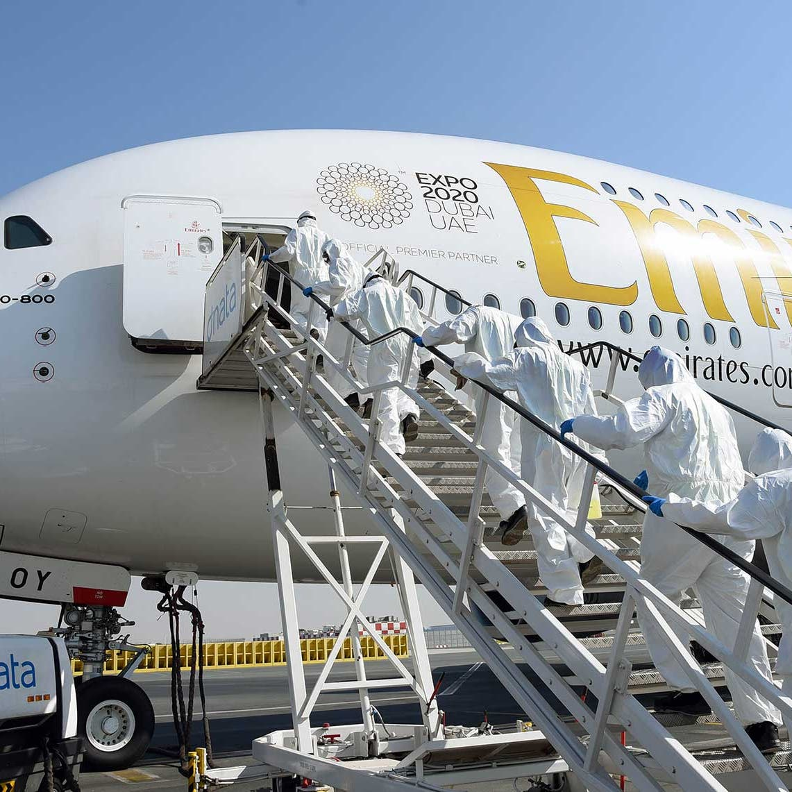 طيران الإمارات تنفي شائعات وقف الرحلات بسبب كورونا